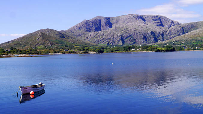 Adrigole Harbour und Hungry Hill auf der Beara Halbinsel